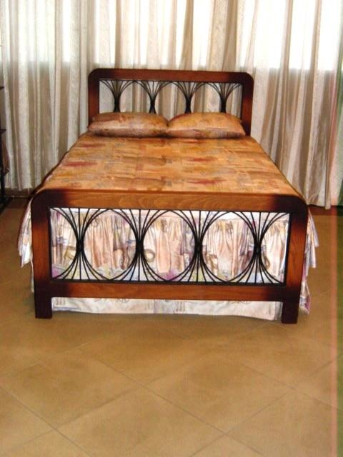 Nice Queen bed 160 CM
